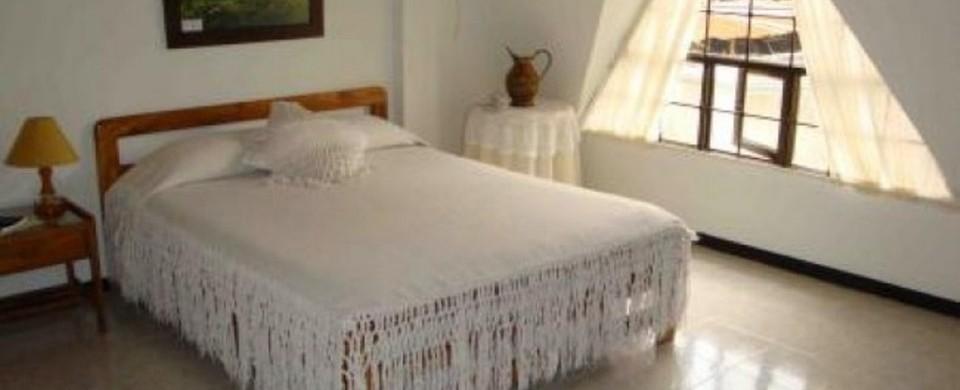 Habitacion cama doble. Fuente: alamaula.com.co